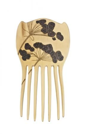 René Lalique - Art Nouveau Hair Comb. Carved Horn and Inlaid and Patinated Silver. France. Circa 1897-1898. 14.8cm x 8cm.