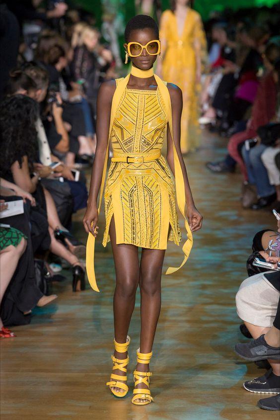 Guarda la sfilata di moda Elie Saab a Parigi e scopri la collezione di abiti e accessori per la stagione Collezioni Primavera Estate 2018.