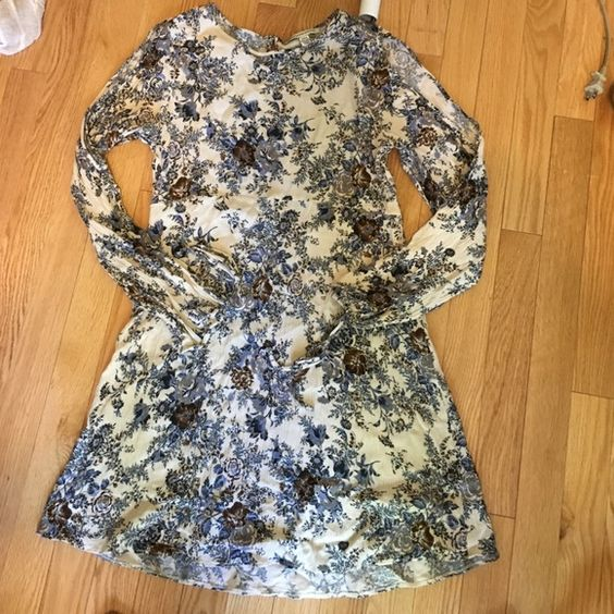 American eagle sun dress Worn once very pretty flowy ! American Eagle Outfitters Dresses Midi