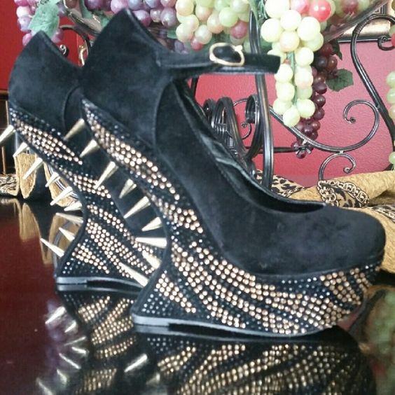 Steve Madden ZIGZAGG heels Super fab gold spiked ankle strap Steve Madden heel less wedges. NEVER WORN Steve Madden Shoes Wedges