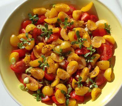 Tomaten-Mirabellen-Salat mit Sesamdressing
