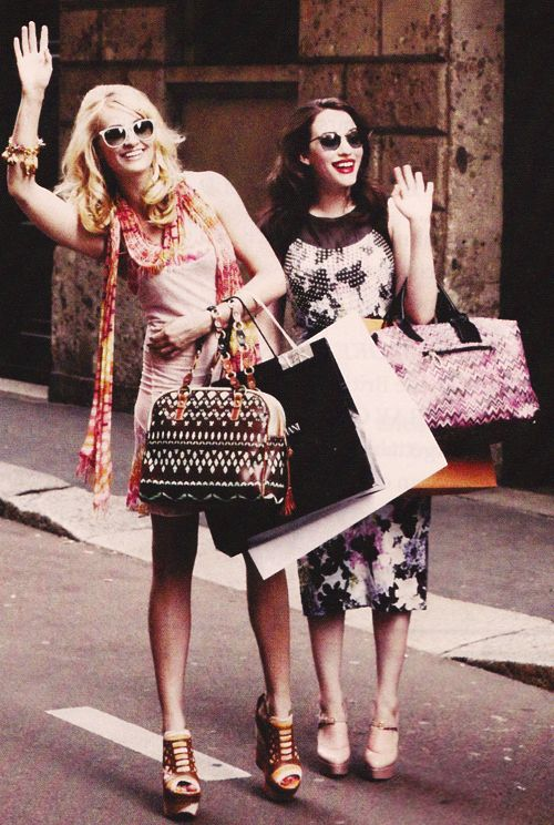 Max & Caroline - 2 broke girls - Kat Dennings and Beth Behrs