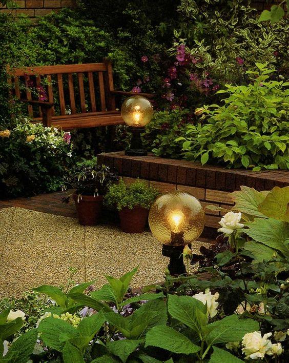 Im Garten können Sie einen Brunnen beleuchten und so auch nachts betonen