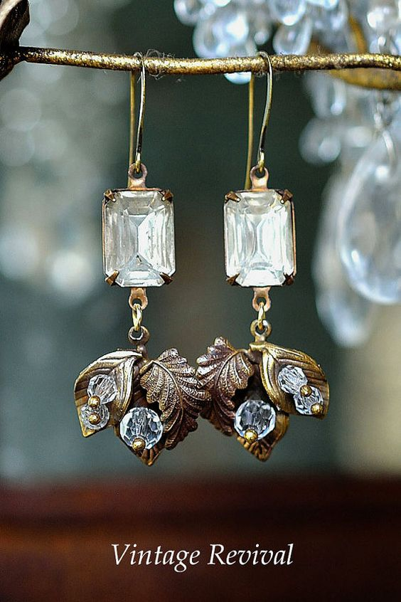 Vintage Earrings/ Vintage leaf earrings von thevintagerevivals