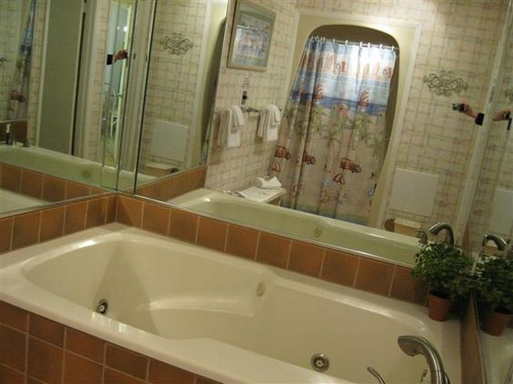 Destin Beach Rentals | Jacuzzi in unit 403 | Places To Stay Directly on the Beach in Destin, FL