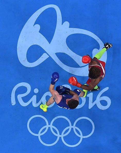 #RIO2016 An overview shows Ecuador's Carlos Andres Mina fighting Ireland's Joseph Ward during the Men's Light Heavy match at the Rio 2016 Olympic Games at the...