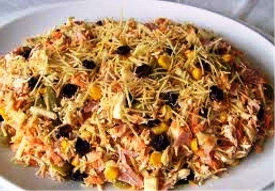 Ingredientes 1 peito de frango desfiado 1 lata de milho 1 lata de ervilha 1 cenoura ralada Temperos a...