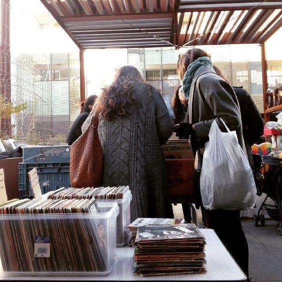 Vinilos de segunda mano en el Mercado de las Armas #zaragoza