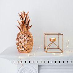 Tendência de abacaxi na decoração combinado com a tendência de cores metálicas como o bronze e dourado!