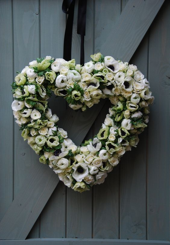 White anemone and ranunculus wedding heart decoration. Breakfast at Tiffany's themed wedding. #wreath. #heart. #greenwhite