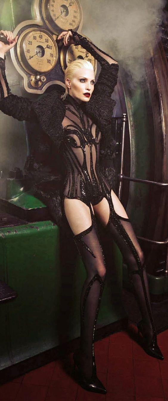 Nadja Auermann - Vogue - ph Luigi Iango - #lexeecouture