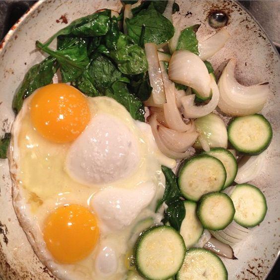 """#onions #spinach #zucchini #eggs for #breakfast .  #vegetables #veggies #vegetablesforbreakfast"""