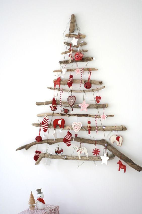 Driftwood Christmas tree diy. Alternative tree idea