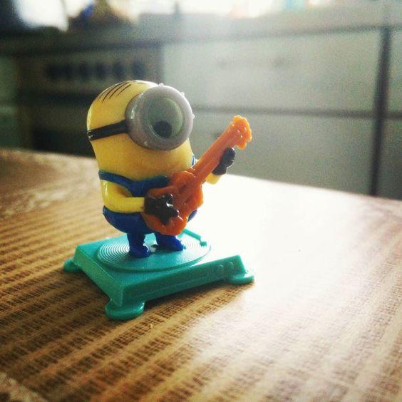 #minion #minions #guitar #kinder #surprise #kindersurprise #music by donkihotov