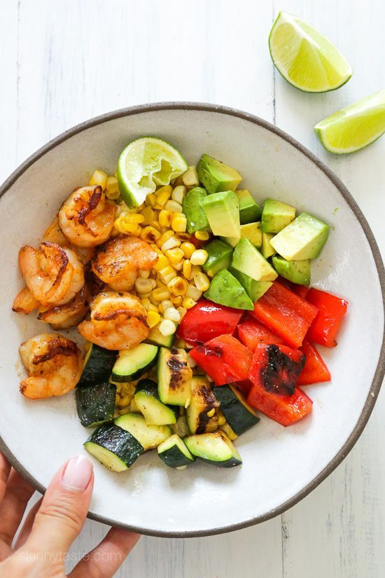 Four servings of 1 1/4 cups= 6 smart points Grilled shrimp, corn, peppers and zucchini topped with fresh avocado and lime juice – an easy light salad you'll want to make all summer long.