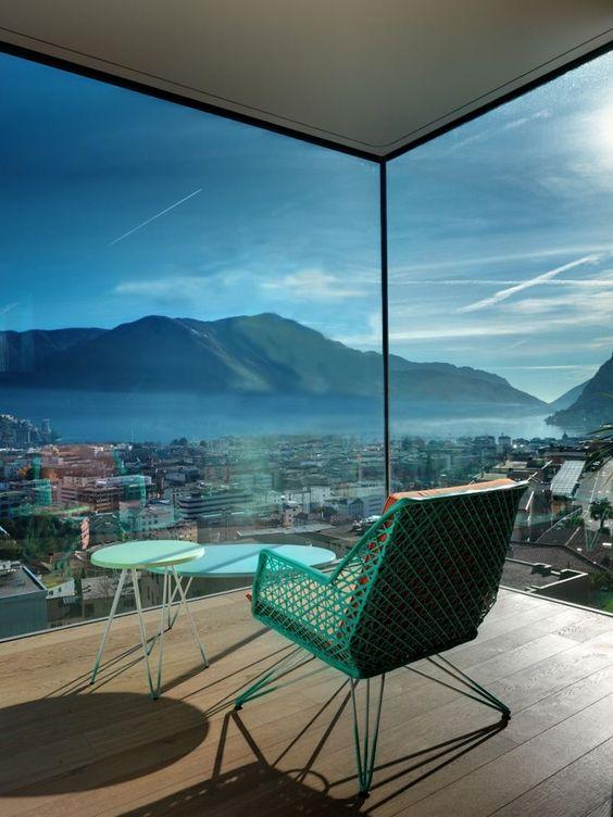 En Lugano, Suiza, los arquitectos Motta Papiani realizaron un condominio llamado Lomocubes.  #mapsology te invita a conocerlo! El límite entre el adentro y el afuera se desvanece y se fusiona en uno en Lomocubes