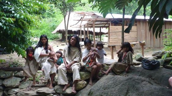 Familia Kogui - Una cultura impresionante. magictourcolombia.com #wetakeyouthere