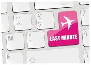 How to Save Money on Last Minute Flights - http://www.dealiciousmom.com/save-money-minute-flights/