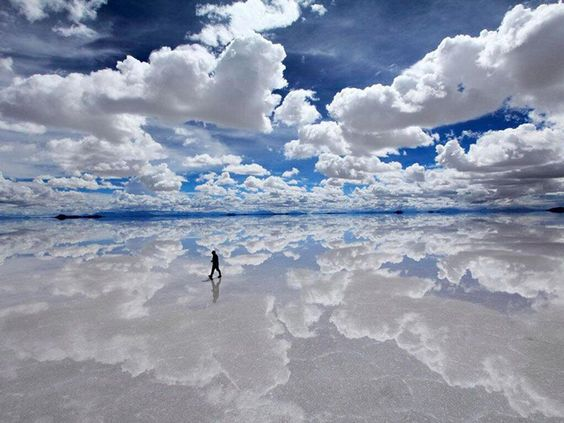 Salar De Uyuni, Bolivie. Ce désert devient le plus grand miroir au monde.