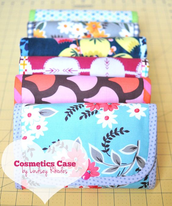 We Love Moms :: Cosmetics Case