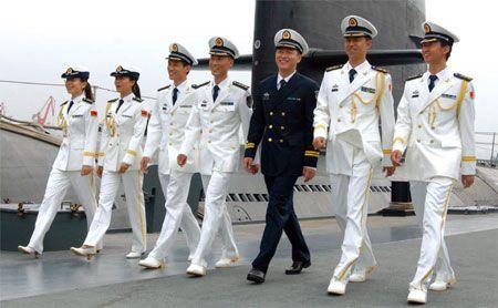 笑顔の海上自衛隊員