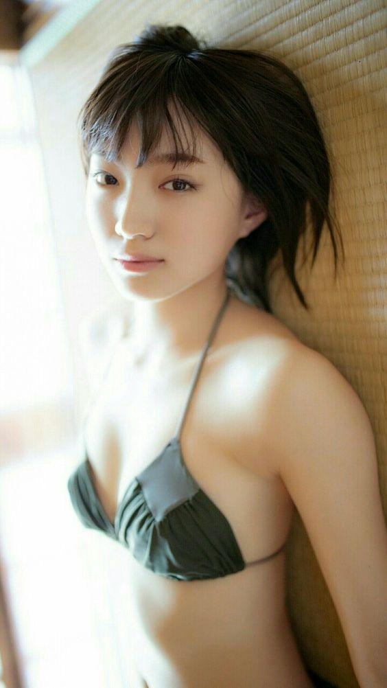 黒い水着の太田夢莉