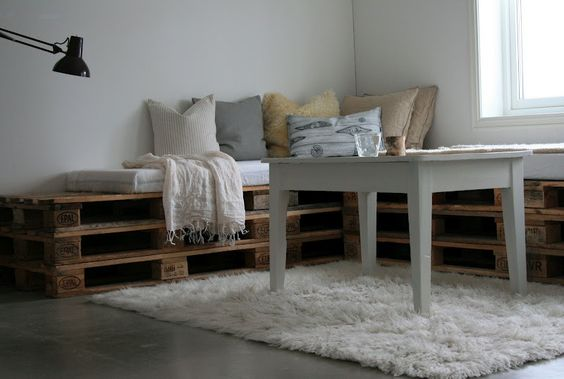 stacked pallets for daybeds