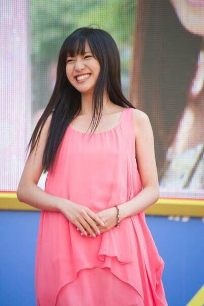 笑顔の伊東楓アナ