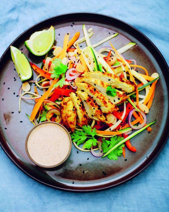 I love Thai food! Het liefst maak ik zelf een hele tafel vol Thaise gerechtjes. Deze salade is favoriet. Als ik 'm klaar maak voelt het bijna alsof ik weer even in het land ben. Aan het strand, onder een … Continue reading →