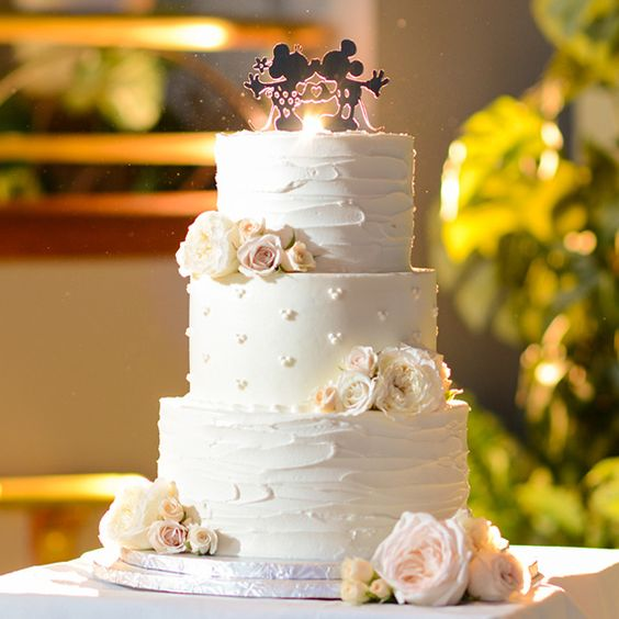Today's Wedding Cake Wednesday feature is a nod to one of our favorite couples- Mickey & Minnie!
