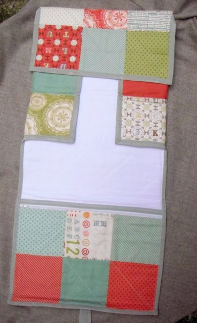 At home with Mrs H: Travel Changing mat with zipped pocket {Free tutorial}