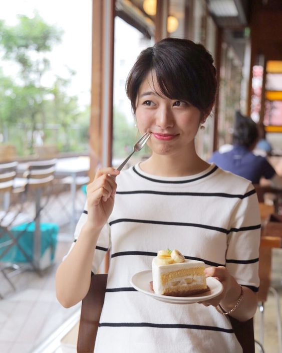 ケーキを食べる海老原優香