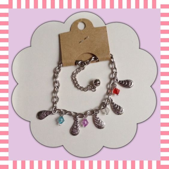 """SPRING CLEANING-Bracelet Brand new bracelet with seashell and beads. Clasp can be hook to any part of the chain with a bell at the end.  Bracelet - 71/4"""", extra chain - 2"""" Adjustable length 71/4""""-91/4"""" Jewelry Bracelets"""