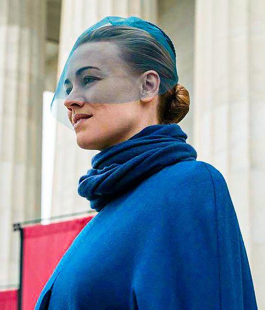 Yvonne Strahovski As Serena Joy In The Handmaid S Tale Can T Trust A Waterford Rasskazy