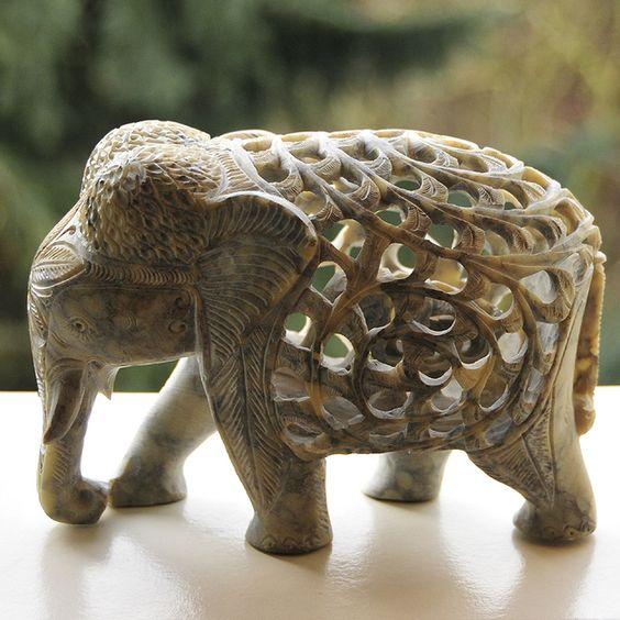 speckstein skulptur elefant mit babys im innern produkte und baby. Black Bedroom Furniture Sets. Home Design Ideas