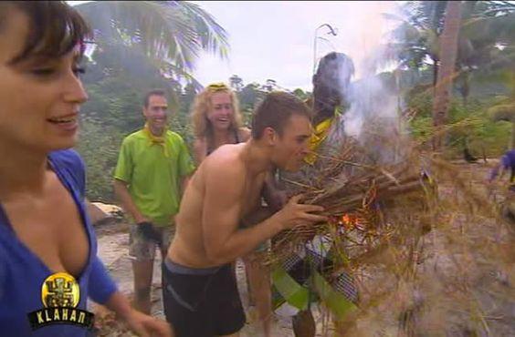 Josée l'Obsédée fait du feu comme dans Koh Lanta : http://bit.ly/1Ij5B6T