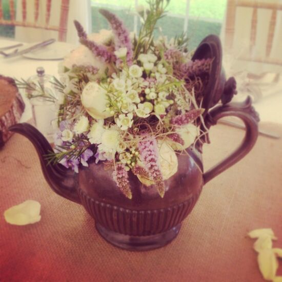 Image from http://cwtchthebride.com/blog/wp-content/uploads/2013/08/South-Wales-Florish-Blush-Floral-Art-Wedding-Centrepieces_014.jpeg.