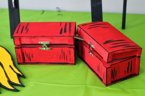 "Dr. Seuss themed party ""Thing 1 & Thing 2"" boxes. Cat in the Hat Birthday Party Decor"
