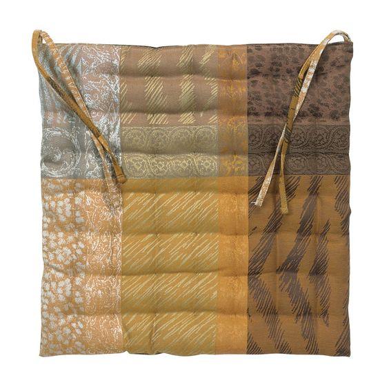 Galette de chaise collection automne hiver 2015 par Garnier-Thiebaut - Modèle : Mille wild - Galette de chaise en coton damassé et coton enduit - Coloris : beige et brun