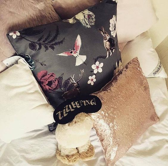 Five Things I Love About London In The Fall // whatrebeccaloves.com // Spending a day in bed, bedroom decor style