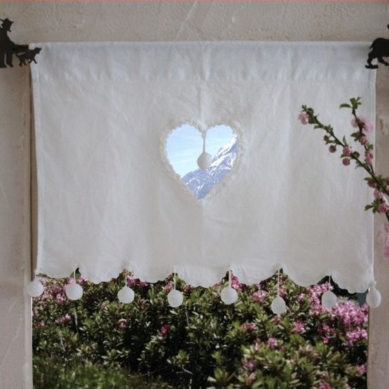 rideau brise bise c ur et pompons blanc curtains. Black Bedroom Furniture Sets. Home Design Ideas