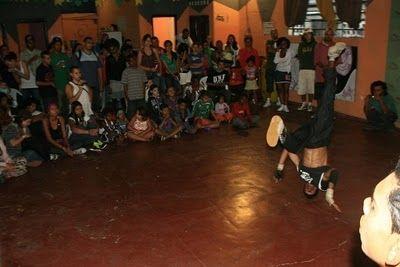 Criado por uma comunidade artística e comunitária, o CICAS (Centro Independente de Cultura Alternativa e Social) recuperou, em 2007, um galpão abandonado há mais de uma década e o transformou em um Centro Cultural para a comunidade do Jardim Julieta, zona norte da cidade de São Paulo.