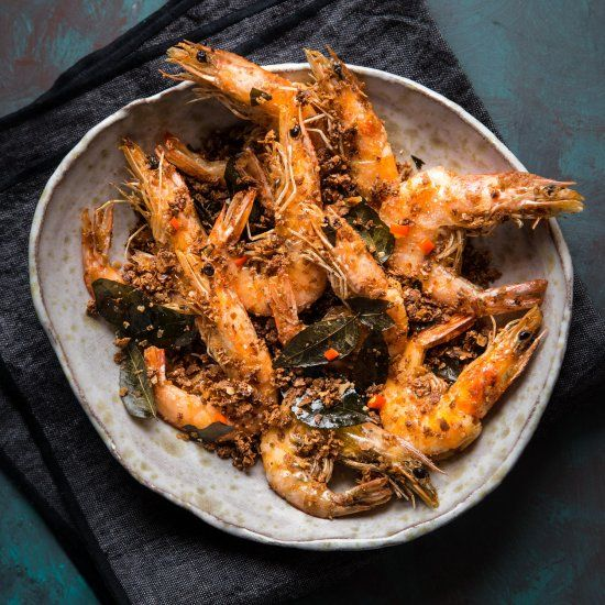 Prawn Are Fried And Then Tossed In Cereal Mix Made Of Nestum Cereal Milk Powder Sugar And Aromatic Curry Leaves All Stir Fried In Butter