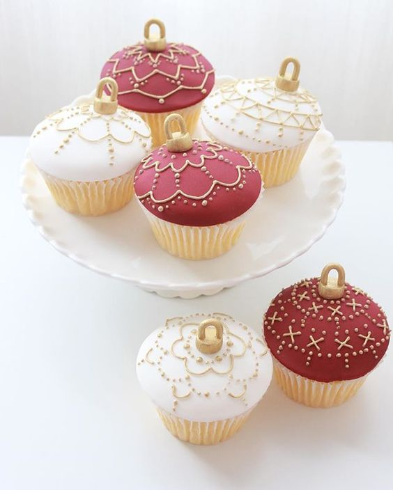 Tomorrow is the last chance to pre-order my Christmas cupcakes for next week! Purchase online at www.sugarbeecakes.com.au  #christmas #cupcakes