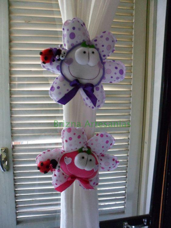 Flores tambien como sujeta cortinas para las habitaciones for Telas para cortinas infantiles