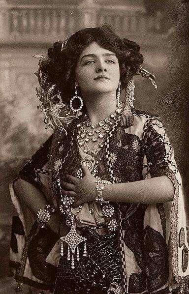 Anni '20 attrice e modella , stile liberty