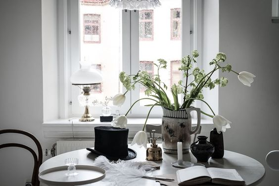 dining spot in perfectly styled monochrome home, via http://www.scandinavianlovesong.com/