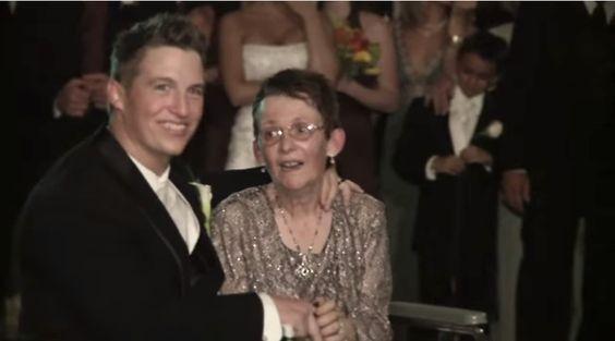 他的漸凍人媽媽無法在他的婚禮上跟他跳舞,但他做的事情讓所有觀眾的眼睛都變成瀑布了!