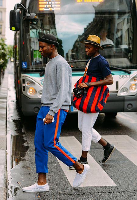 この2人はオシャレだなー。後ろの人なんかスタイルシンプルだけど、バッグの存在感すごい。