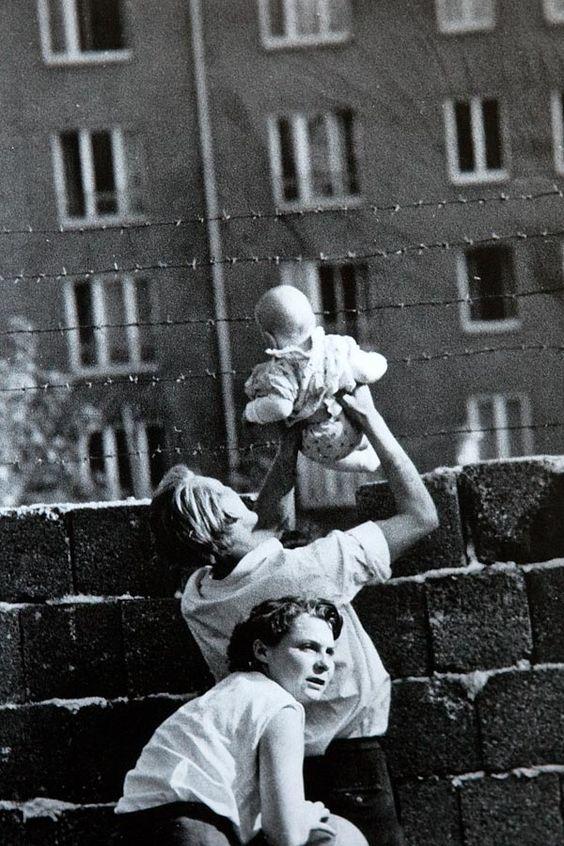 """schrumpfgermane: """"berlin wall, 1961 """""""